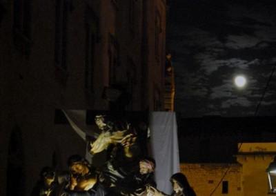 Devallant sota la lluna